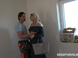 Muslim wife cheats on her husband with a builder