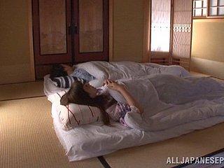 La plantureuse Cassidy Banks baise dans sa chambre